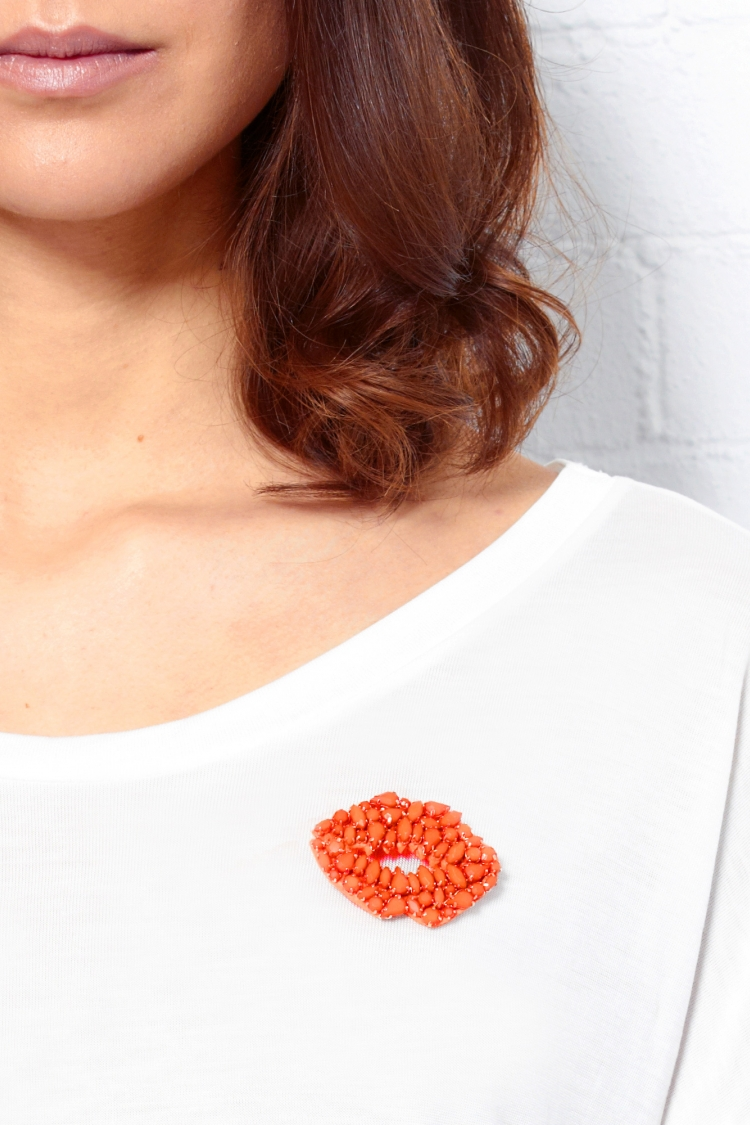Markus-Lupfer_Smacker-Lip-Brooch